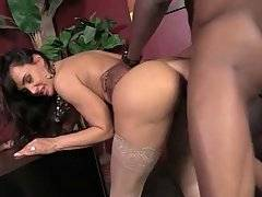 Gorgeous White Milf Eagers To Get Fucked 2