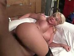 Hungry Milf Leya Falcon Enjoys Deep Anal Massage 2